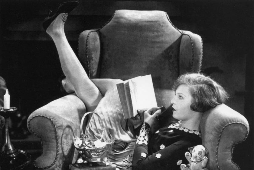 vintage-woman-reading-1